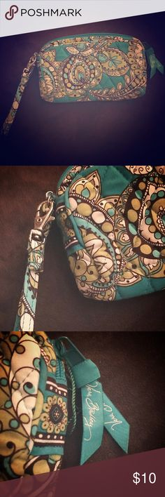 Vera Bradley wristlet Never worn, in excellent condition. Vera Bradley Bags Clutches & Wristlets
