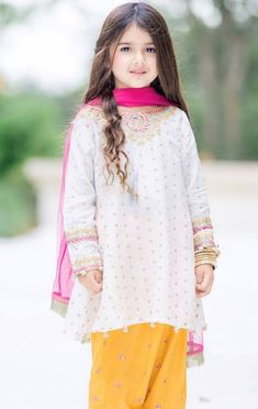 New Pictures of Cutest and Youngest Pakistani/American 4 years Old Model Miah Dhanani Pakistani Kids Dresses, Indian Dresses For Kids, Wedding Dresses For Girls, Baby Fancy Dress, Kids Dress Wear, Girls Dresses Sewing, Little Girl Dresses, Baby Girl Fashion, Kids Fashion