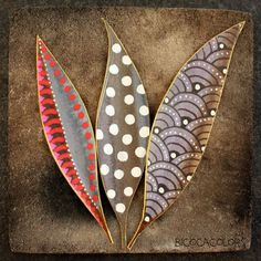 Pattern on leaves. Good link to formal elements. Palm Frond Art, Palm Fronds, Posca Art, Leaf Crafts, Painted Leaves, Painting On Leaves, Leaf Art, Aboriginal Art, Nature Crafts