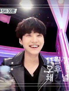 Sorriso ❤️❤️ se você ta triste é só ver o sorriso do yoongi que tudo fica bem,por isso que eu te amo tanto