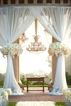 What a Gorgeous Wedding Alter