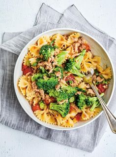 Salade tiède de pâtes au thon et au brocoli | RICARDO