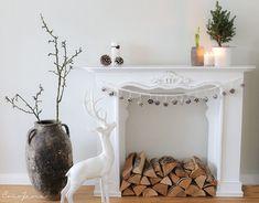 Unser Wohnzimmer in Weihnachtsstimmung �.  #unser #weihnachtsstimmung #wohnzimmer Fireplace Console, Faux Fireplace, Modern Fireplace, Fireplace Ideas, Fireplaces, Christmas Minis, Vintage Shabby Chic, Living Room Furniture, Entryway Tables