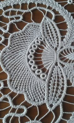 This Pin was discovered by Ilo Filet Crochet, Irish Crochet, Crochet Motif, Crochet Designs, Crochet Lace, Hungarian Embroidery, Lace Embroidery, Embroidery Designs, Tatting Patterns