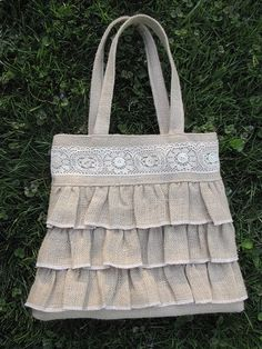 burlap and lace bag Also like the idea of using linen Burlap Purse, Burlap Bags, Jute Bags, Burlap Fabric, Ruffles Bag, Lace Ruffle, Lace Bag, Bag Crochet, Potli Bags