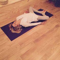 △ Yoga Detox: 5 postures to eliminate toxins! - OLY Be - Sport - △ Yoga Detox: 5 postures to eliminate toxins! – OLY Be - Ashtanga Yoga, Vinyasa Yoga, Fitness Del Yoga, Yoga Nature, Yoga Detox, Hard Yoga, Yoga Posen, Yoga Positions, Health And Fitness