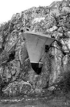 Bandits: destroyer sculpture somewhere in Russia
