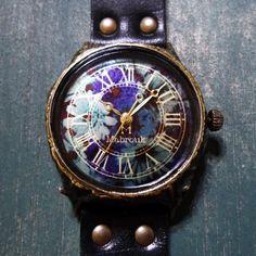 祝いの手作り腕時計 Mabroukのオンラインショップページです。蒼い花束たずさえてakz-04 を紹介しています。[oxoxox]