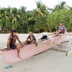 Remember Philippines 2015. Beach gang #sugarbeach #philippines #negrosisland #boys #teenager #boat #Travel #pink #instatravel #picture #palmtrees