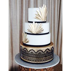 Art Deco wedding cake with gold-lustred tier and Sugarveil lace. By Crummb, Sing… – Lace Wedding Cake Ideas 1920s Wedding Cake, Roaring 20s Wedding, Great Gatsby Wedding, Sweet 16 Birthday Cake, Birthday Cake Girls, 25th Birthday, Art Deco Wedding Flowers, Art Deco Wedding Cakes, Great Gatsby Party Decorations