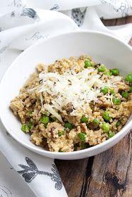 Kuskus je pro mě ideální rychlý oběd, zasytí, dá se ochutit jakkoliv a je hotový za pár minut. Dnes si přichystáme kuskus s pečenými žampion... Good Food, Yummy Food, Fried Rice, Quinoa, Vegetarian Recipes, Clean Eating, Food And Drink, Veggies, Low Carb