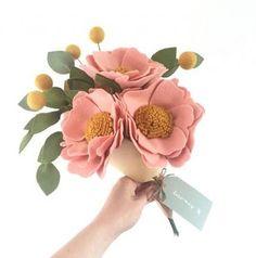 27 ideas for flowers boquette diy ribbon Bunch Of Flowers, Fake Flowers, Diy Flowers, Artificial Flowers, Fabric Flowers, Flannel Flower, Felt Flower Bouquet, Felt Crafts Diy, Felt Decorations