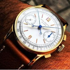 """Vintage """"Split seconds"""" Ultra-rare vintage Patek Philippe Grand Complications, split seconds, #chronograph, tachometer scale, silver dial, #Arabicnumerals, #manualwound movement in yellowgold case and alligator leather strap. Ref: #1436 J perfect pic by↘️ @thewatchdude #PG1436J use hashtag #PatekGallery -------------------------------------------------"""
