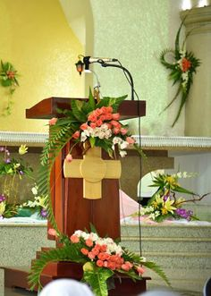 Tropical Flower Arrangements, Church Flower Arrangements, Tropical Flowers, Church Interior Design, Church Design, Altar Decorations, Flower Decorations, Altar Flowers, Arte Floral