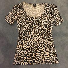 H&M animal print top On sale H&M Tops Tees - Short Sleeve
