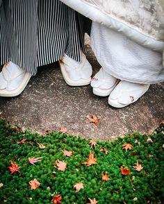 🍁🍁🍁 * 足元ショット♡* * 私の足袋は成人式の時のもの☻ 刺繍が可愛くて気に入ってます! もみじいっぱいの足元フォト🍁…