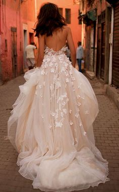 Awesome 44+ Stunning Wedding Dresses & Gowns for Your Big Day https://oosile.com/44-stunning-wedding-dresses-gowns-for-your-big-day-5336