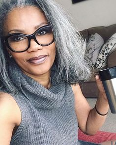 25 Women who said goodbye to the dye to show off their natural gray hair - 2019 Hair Trends - Grey Hair Don't Care, Long Gray Hair, Silver Grey Hair, Grey Hair Journey, Grey Hair Inspiration, Natural Hair Styles, Short Hair Styles, Transition To Gray Hair, Dying My Hair