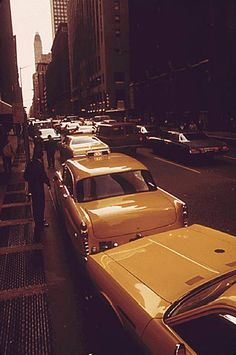 A line of taxis getting stuck in traffic. | 32 Revealing Photos Of New York City In The 1970s