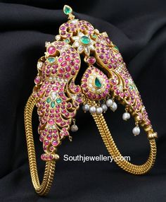 22 carat gold vanki adorned with kundans, polkis and south sea pearls. South Indian Jewellery, Indian Jewellery Design, Indian Jewelry, Jewelry Design, Jewellery Diy, Jewellery Shops, Temple Jewellery, Bridal Jewellery, Fashion Jewellery