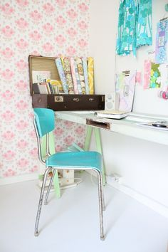 Idea for a small study. Occupies just a little corner, but looks adequate enough. Love the pink flowery wallpaper.