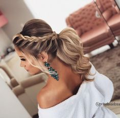 lange Haarmodelle – Aprenda Fazer Maravilhosos Penteados für Noivas und Madrinhas de Casamento lindos … lange Haarmodelle – Learn How to Make Wonderful Hairstyles for Brides und Beautiful Bridesmaids … Homecoming Hairstyles, Bride Hairstyles, Prom Ponytail Hairstyles, Updo Hairstyles For Bridesmaids, Hairstyle Ideas, Cute Hairstyles For Prom, Updo For Long Hair, Low Pony Hairstyles, Prom Hair Updo Elegant