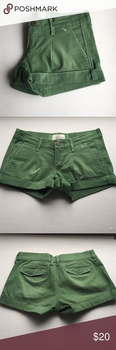 """Abercrombie & Fitch green pleated shorts Abercrombie & Fitch green pleated shorts - actually a bit brighter of a green than pictured - waist measures 14"""" and have 2"""" inseam - slight distressed fray on some edges - perfect condition never worn! Abercrombie & Fitch Shorts"""
