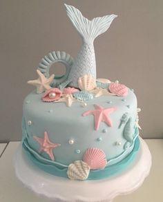 Bolo Pequena Sereia feito por @cupcakesdabianca . Inspiração que vi na @festejaragora . Inspire-se e Faça a Festa @shopfesta