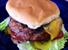 Cheddar Cheese, Pretzel, Beer & Beef Hamburgers Beer Burger, Burger Dogs, Beer Recipes, Hamburger Recipes, Cheese Recipes, American Hamburger, Hotdog Sandwich, Pretzel Cheese, Cooking With Beer
