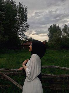 nature hijab – Best Of Likes Share Modest Fashion Hijab, Casual Hijab Outfit, Hijab Chic, Hijabi Girl, Girl Hijab, Tumblr Photography, Photography Poses, Fashion Photography, Mode Turban