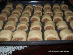 Mini záviny s ořechovo jablečnou náplní. Nádivku můžete zvolit podle své chutě, například tvarohovou, čistou oříškovou nebo marmeládu, nutelu, mák, povidla, ...