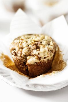 These vegan streusel muffins smell so good as they come out of the oven! They'll remind you of your favorite coffee shop treat. Vegan Muffins, Streusel Topping, Vegan Butter, Vegan Baking, Vegan Life, Muffin Recipes, A Food, Food Processor Recipes, Vegan Recipes