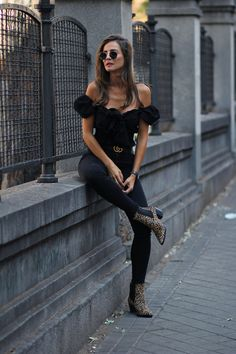 Black off the shoulder top+black logo belt+black skinny jeans+leopard print ankle boots+black sunglasses. Late Summer Dressy Casual/ Going Out Outfit 2018 Black Ankle Boots Outfit, Summer Boots Outfit, Winter Boots Outfits, Casual Winter Outfits, Preppy Outfits, Mode Outfits, Night Outfits, Outfit Winter, Dressy Casual Women