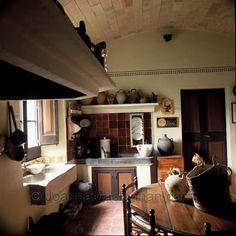 Cottage decor: Kitchen | via Joanna Maclennan Photography