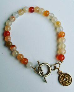 Bekijk dit items in mijn Etsy shop https://www.etsy.com/nl/listing/258959992/mooie-armband-met-agaat-kralen-en