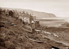 Washday in Robin Hood's Bay, North Yorkshire, by Frank Meadow Sutcliffe. Yorkshire England, North Yorkshire, Old Pictures, Old Photos, Robin Hoods Bay, Bay Village, Seaside Towns, Historical Pictures, Vintage Photographs