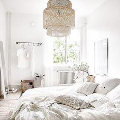 BONJOUR dimanche ❤️ cest pas lé reve cette chambre? @immyandindi - bonne journée les copains #inspo #interior #Love #instamood #peace
