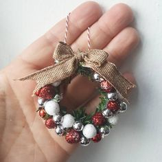 Miniature Christmas Decorations By Pandaminiaturas Homemade Christmas Decorations, Diy Christmas Ornaments, Handmade Christmas, Christmas Wreaths, Homemade Ornaments, Miniature Christmas, Christmas Minis, Christmas Art, Christmas Holidays