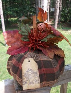 Brown: meaning of color, curiosities and decorating ideas - Home Fashion Trend Autumn Crafts, Thanksgiving Crafts, Holiday Crafts, Autumn Decorating, Pumpkin Decorating, Primitive Fall Decorating, Fall Halloween, Halloween Crafts, Halloween Scarecrow