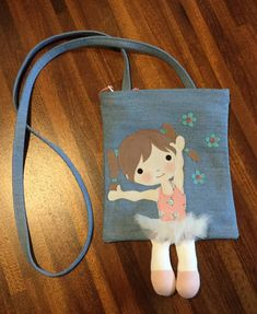 Doll bag fatta a mano - Handmade doll bag - fatto a mano Made in Italy per mamme. Handmade doll bag - Handmade doll bag - handmade Made in Italy for Sewing Dolls, Patchwork Bags, Denim Bag, Fabric Bags, Kids Bags, Handmade Bags, Fabric Crafts, Clutch Bag, Sewing Projects