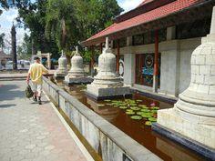 Buddhistisches Kloster Mendut in Indonesien -  Mendut Buddhist Monastery in Indonesia