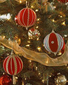 Újrahasznosítás - karácsonyi dísz PAP (DIY) - hungarocell golyó