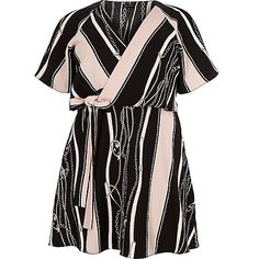 Plus collection Woven fabric Stripe chain print Wrap style Tie waist Short sleeve Plus Size Guide