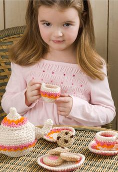 FREE CROCHET PATTERN | DIY Tea and Cookie Party Set.