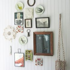 eclectic mix for wall gallery Hanging Plates, Plates On Wall, Inspiration Wand, Old Plates, Vintage Plates, Vintage Dishes, Wall Groupings, Creative Walls, My New Room