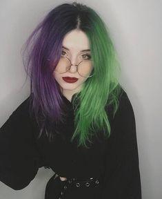 Purple And Green Hair, Hair Color Purple, Hair Dye Colors, Emo Hair Color, Cut My Hair, Hair Cuts, Half And Half Hair, Split Dyed Hair, Violet Hair