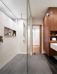 Une salle de bain contemporaine style decoration and for Decormag salle de bain