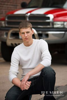 ©The Studio • La Crosse, WI www.TheStudioOnMain.com Boy • Senior • Pictures • Portraits Truck