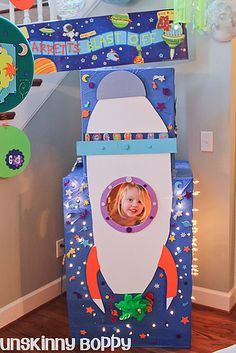 "Rocket Ship birthday photo booth - Hang ""planets"" with tiny slinkies, planets made from cardboard covered in cardstock Rocket Birthday Parties, Birthday Party Themes, 2nd Birthday, Birthday Ideas, Space Party, Space Theme, Birthday Photo Booths, First Birthdays, Party Time"