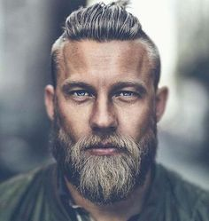 Older Mens Hairtyles 2018 hair styles for men 25 Ältere Herren Frisuren 2018 Beard Styles For Men, Hair And Beard Styles, Long Hair Styles, Viking Beard Styles, Older Mens Hairstyles, Hairstyles Haircuts, Viking Hairstyles, Viking Haircut, Stylish Haircuts